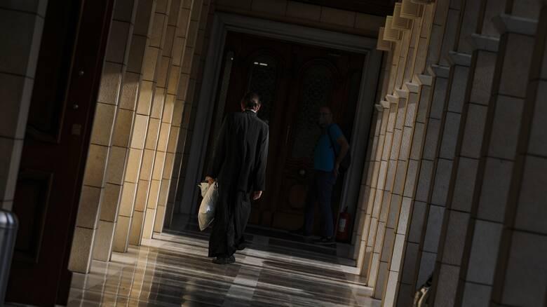 Επίθεση με βιτριόλι: Απειλές, απάτες και ναρκωτικά - Το προφίλ του 37χρονου ιερέα
