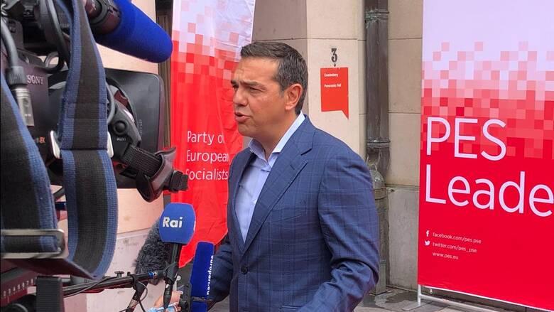 O Τσίπρας αναζητεί γέφυρες στην Ευρώπη μεταξύ Σοσιαλιστών-Πρασίνων-Αριστεράς