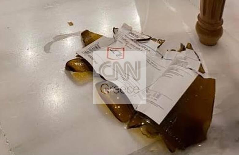 Επίθεση με βιτριόλι: Φωτογραφίες-ντοκουμέντο από το μπουκάλι με το καυστικό υγρό