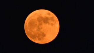 Υπερπανσέληνος: Μαγικές στιγμές από το «Φεγγάρι της Φράουλας»