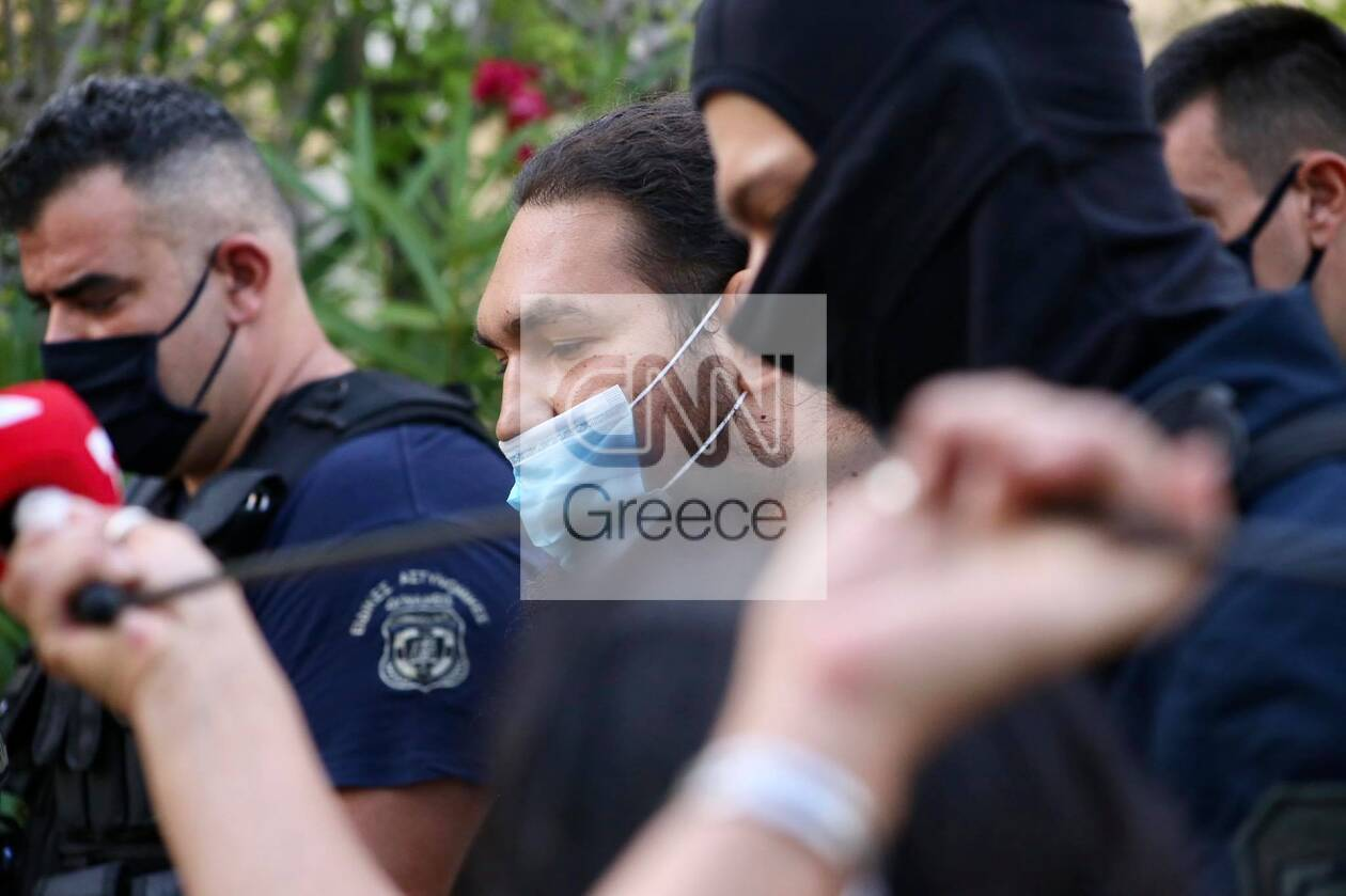 https://cdn.cnngreece.gr/media/news/2021/06/25/271521/photos/snapshot/epithesi_vitrioli_iereas7.jpg