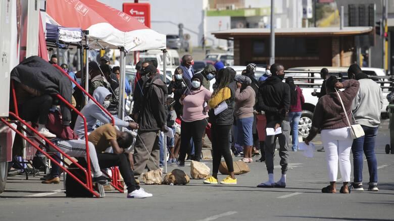 Κορωνοϊός: Το τρίτο κύμα της πανδημίας «λυγίζει» την Αφρική