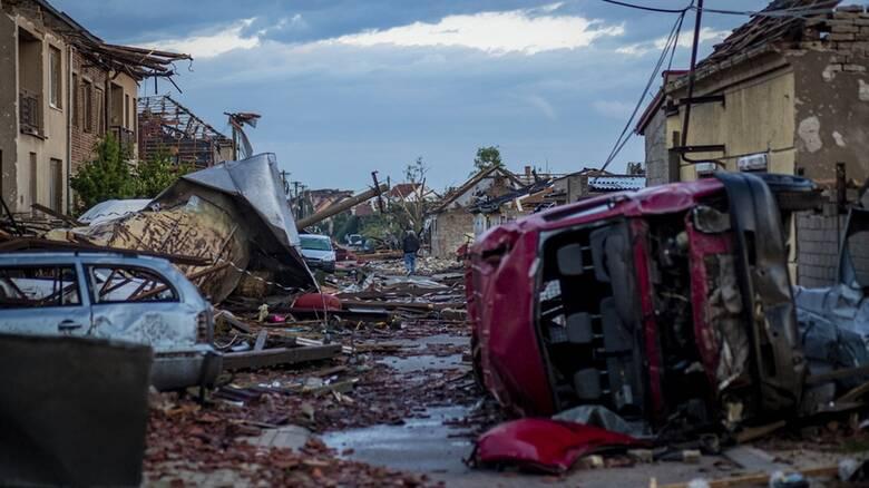 Δραματικές εικόνες στην Τσεχία μετά το πέρασμα ανεμοστρόβιλου: Νεκροί και καταστροφές