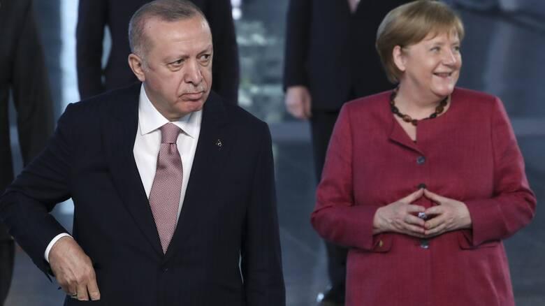 Σύνοδος Κορυφής: Η Μέρκελ «βάζει πλάτη» στον Ερντογάν, λέει ο γερμανικός Τύπος