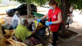 Ο Ελληνικός Ερυθρός Σταυρός κοντά στους άστεγους τις μέρες του καύσωνα