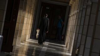 Επίθεση με βιτριόλι: Ανοίγει η συζήτηση για τις χειροτονίες ιερέων μετά το σοκαριστικό περιστατικό