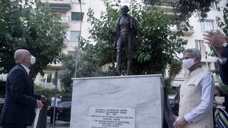 Αποκαλυπτήρια ανδριάντα του Μαχάτμα Γκάντι στην Αθήνα παρουσία του Ινδού ΥΠΕΞ