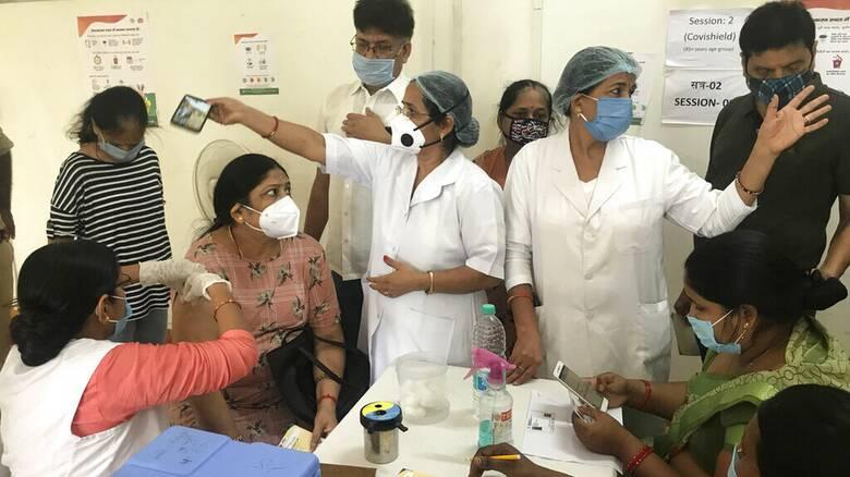 Ινδία: 50.000 κρούσματα του κορωνοϊού σε 24 ώρες