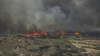 Φωτιά στην Πάρο: Σε ύφεση οι φλόγες - Μεγάλη «μάχη» της Πυροσβεστικής για πλήρη έλεγχο