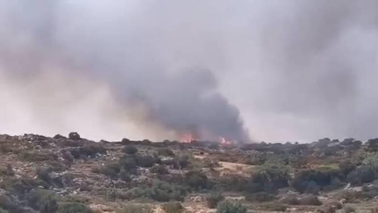 Φωτιά στην Πάρο: Αναζωπυρώθηκαν εστίες - Ξεκινούν ενισχύσεις από Αθήνα, Πειραιά και δύο νησιά