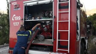 Λαμία: Συναγερμός στην Πυροσβεστική - Φωτιά σε βυτιοφόρο που κουβαλούσε άσφαλτο