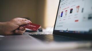ΕΛ.ΑΣ.: Στόχος απατεώνων οι κάρτες πληρωμών - Ποια sms ή email χρειάζονται προσοχή