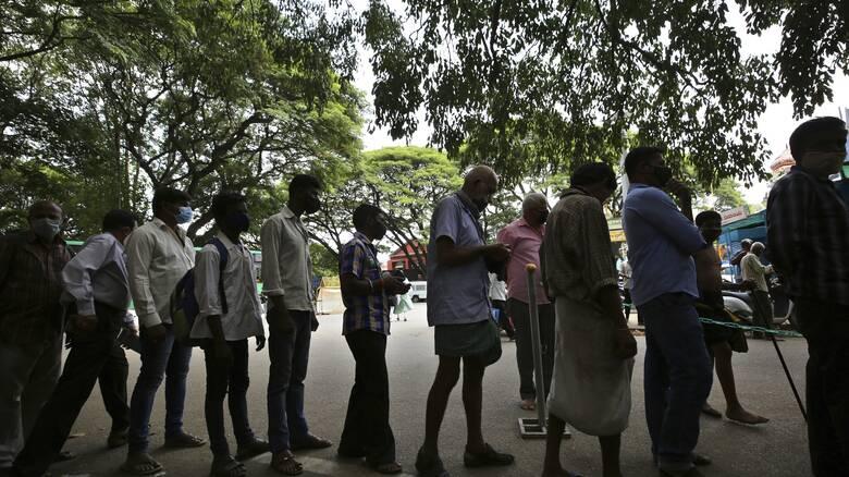 Κορωνοϊός - Ινδία: Μία «ανάσα» πριν το ορόσημο των 400.000 νεκρών