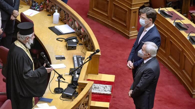 Στα γνώριμα «λημέρια»  της Βουλής επέστρεψαν Κόλλιας και Τόλκας - Ορκίστηκαν βουλευτές