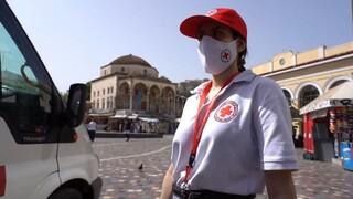Ο Ελληνικός Ερυθρός Σταυρός κοντά στους άστεγους την πιο ζεστή μέρα του καύσωνα
