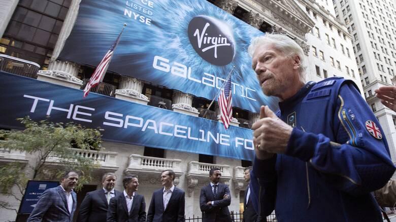 Ο Ρίτσαρντ Μπράνσον «κοντράρει» τον Τζεφ Μπέζος για το πρώτο ταξίδι στο διάστημα