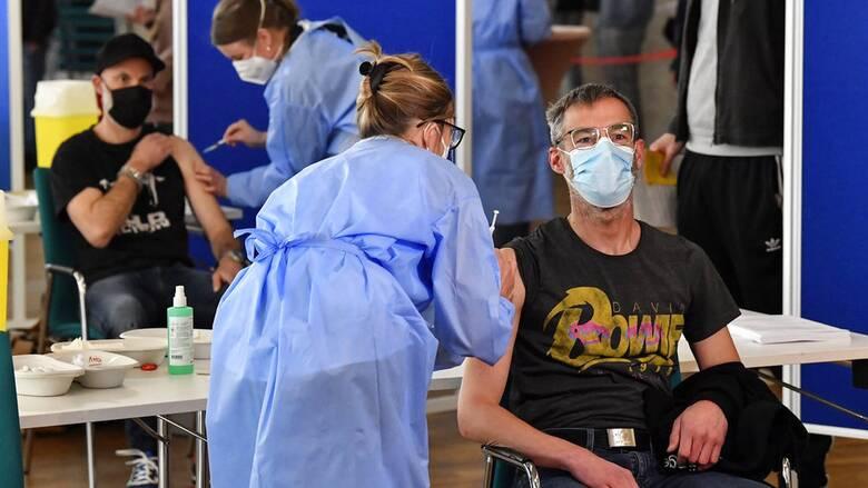 Κορωνοϊός - Γερμανία: «Ναι» στον συνδυασμό εμβολίων AstraZeneca και Pfizer ή Moderna