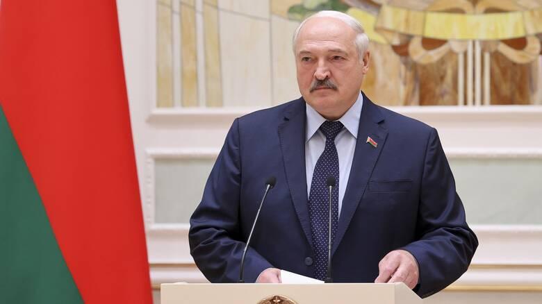 Ο Λουκασένκο κλείνει τα σύνορα Λευκορωσίας - Ουκρανίας: «Διοχετεύονται τεράστιες ποσότητες όπλων»