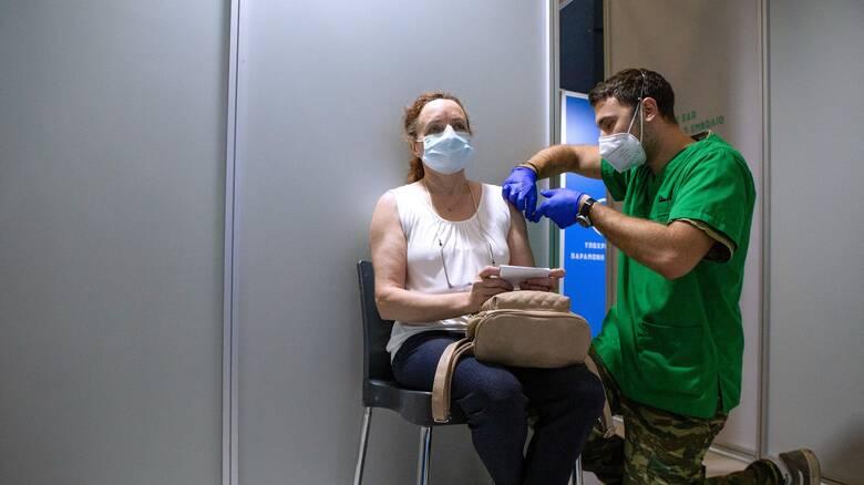 Κορωνοϊός - Τζανάκης: Ο εμβολιασμός μας γλίτωσε από 400 θανάτους