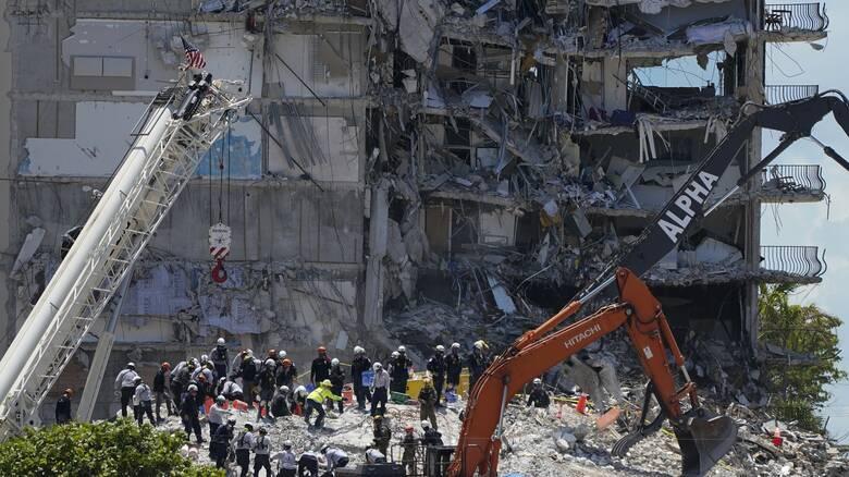 Κατάρρευση κτηρίου στη Φλόριντα: Στους 121 οι αγνοούμενοι - Προσωρινή διακοπή των ερευνών