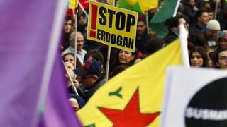 Παρίσι: Εκατοντάδες στους δρόμους ενάντια στην τουρκική εισβολή στο βόρειο Ιράκ