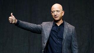 Τζεφ Μπέζος: Είκοσι επτά χρόνια μετά αφήνει το «τιμόνι» της Amazon