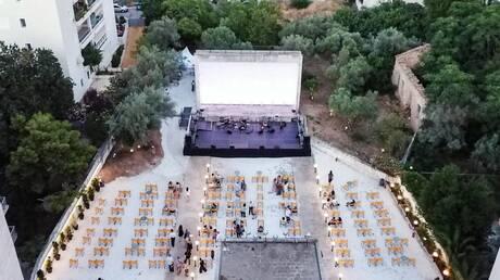 Άνοιξε και πάλι -μετά από 30 χρόνια- ο ιστορικός κινηματογράφος ΑΒ στα Πατήσια