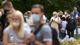 Κορωνοϊός: Γιατί το να ζει κανείς μαζί του δεν θα είναι το ίδιο με τη γρίπη