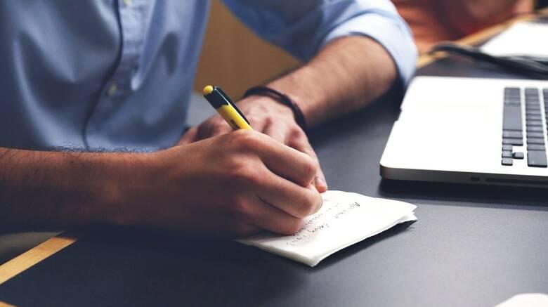 Υπουργείο Εργασίας: Τι προβλέπει ο νέος νόμος για τις άδειες των εργαζομένων