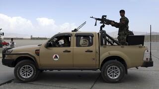 Υπουργός Άμυνας Αφγανιστάν: Μαίνεται πόλεμος με τους Ταλιμπάν
