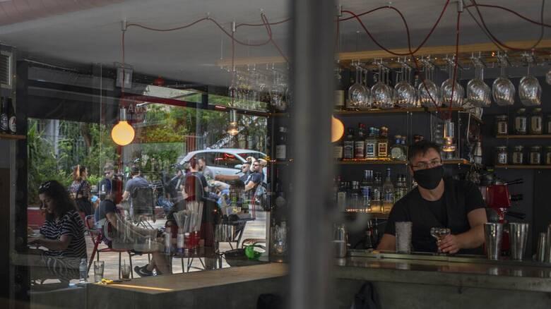 Κορωνοϊός: Σαρωτικοί έλεγχοι σε χώρους εστίασης και διασκέδασης μετά την «έκρηξη» κρουσμάτων