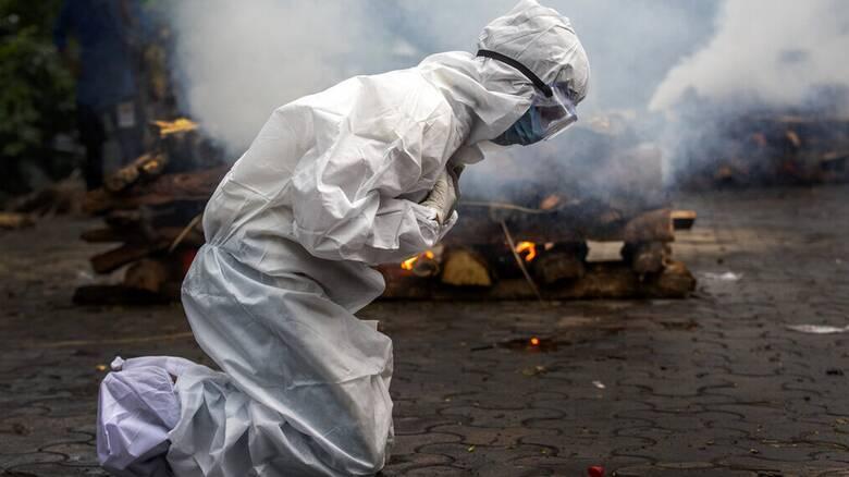 Κορωνοϊός: Πάνω από 4 εκατομμύρια νεκροί σε όλο τον κόσμο