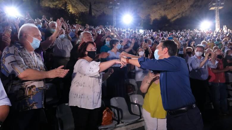Τσίπρας: Καλώ τους πολίτες να εμβολιαστούν και να απορρίψουν τον διχασμό