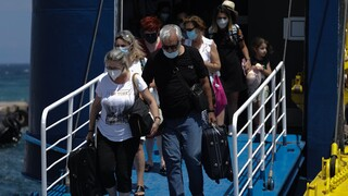 Κορωνοϊός: Σύσταση για self test κατά την επιστροφή από τα νησιά - Μόνον καθήμενοι στην εστίαση