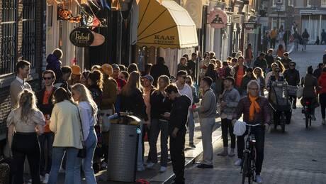 Κορωνοϊός – Ολλανδία: Επαναφορά μέτρων στη διασκέδαση λόγω «εκτόξευσης» κρουσμάτων στους νέους