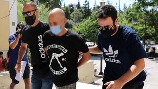 Ηλιούπολη:Στον εισαγγελέα ο αστυνομικός που κατηγορείται ότι εξέδιδε την 19χρονη- Μαζί και ο πατέρας