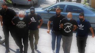 Ηλιούπολη: Βαρύ κατηγορητήριο κατά του αστυνομικού και του πατέρα για το δράμα της 19χρονης