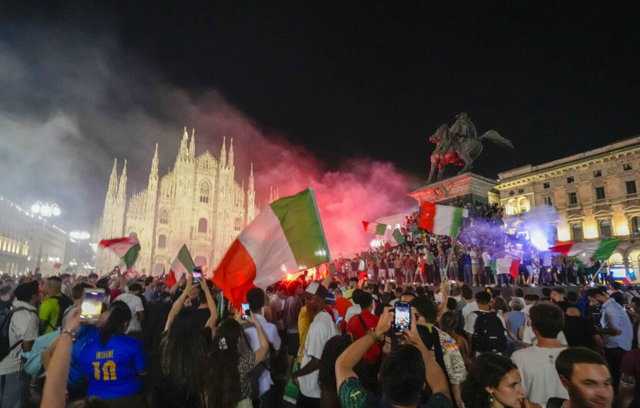 https://cdn.cnngreece.gr/media/news/2021/07/12/273734/photos/snapshot/italia_euro-8.jpg
