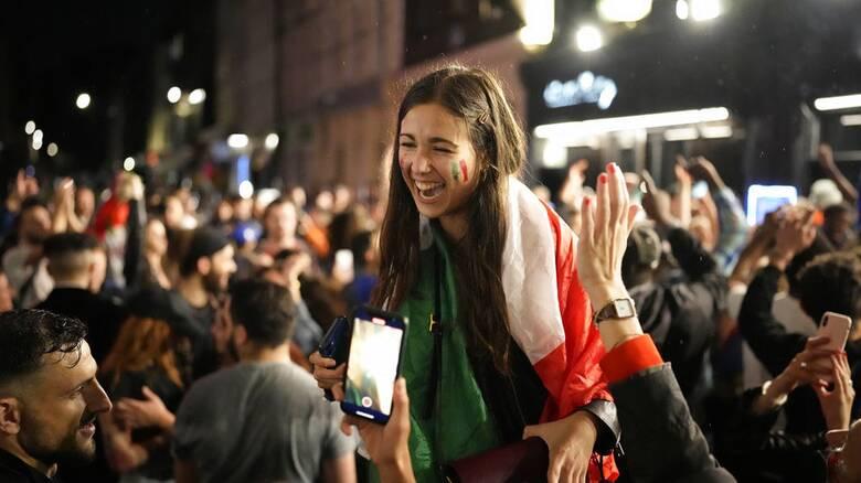 Επιδημιολόγος ΠΟΥ: Ολέθριο το θέαμα με τα πλήθη φιλάθλων χωρίς μάσκες στον τελικό του Euro