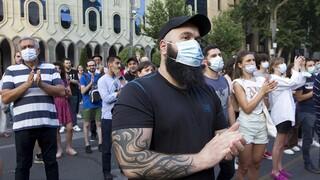 Γεωργία: Χάος στο κοινοβούλιο μετά τον θάνατο δημοσιογράφου από λιντσάρισμα ακροδεξιών