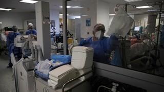 Υποχρεωτικός εμβολιασμός: Αποχή άνευ αποδοχών και πρόστιμο έως και 200.000 ευρώ για τους παραβάτες