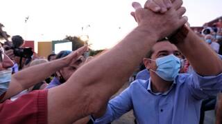 Υποχρεωτικός εμβολιασμός: Υψηλοί αντιπολιτευτικοί τόνοι ΣΥΡΙΖΑ χωρίς «χάιδεμα» των αντιεμβολιαστών