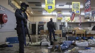 Νότια Αφρική: Αυξάνει ο «φόρος» αίματος στις διαδηλώσεις υπέρ του πρώην προέδρου Ζούμα