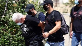 Ηλιούπολη: Προφυλακιστέοι ο 39χρονος αστυνομικός και ο πατέρας της 19χρονης