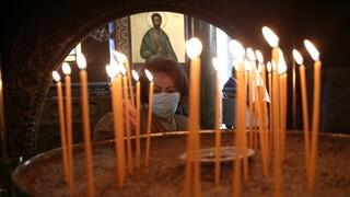 Αθηναγόρας: Με φυλλάδια στις εκκλησίες η επιχείρηση πειθούς για τον εμβολιασμό