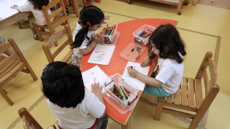 ΟΑΕΔ: Μέχρι αύριο οι αιτήσεις για εγγραφές και επανεγγραφές στους Βρεφονηπιακούς Σταθμούς
