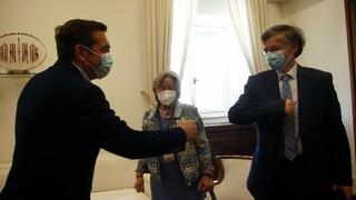 Τσίπρας σε Λινού και Τσιόδρα: «Ναι» στον εμβολιασμό αλλά μακριά από απειλές και χαρτζιλίκια