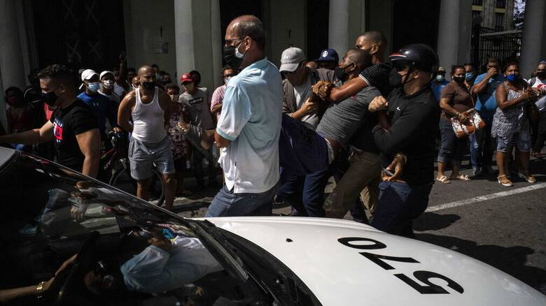 Κούβα: «Θα καταστείλουμε την αντεπαναστατική βία»