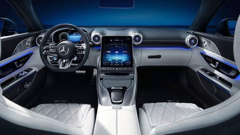 H νέα Mercedes SL έχει ένα πολυτελές, high tech εσωτερικό 2+2 θέσεων