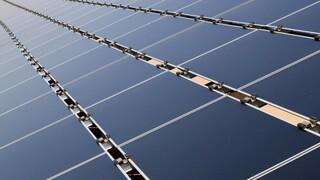 Η πλωτή ηλιακή φάρμα της Σιγκαπούρης: Μία τεράστια έκταση γεμάτη φωτοβολταϊκά